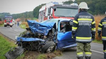Verkehrsunfall mit eingeklemmter Person auf der L202 (Maxendorf in Richtung Kirchbach 8082, SO)